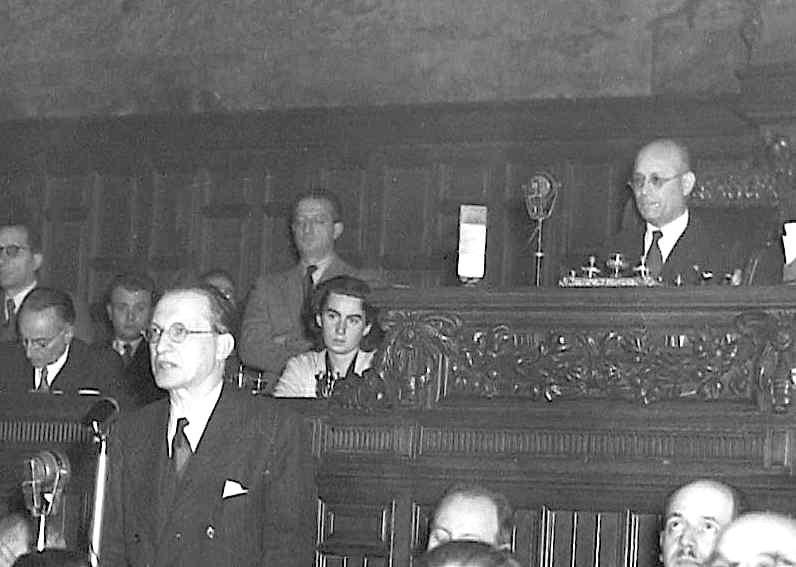 De Gasperi presenta il suo governo all'Assemblea costituente il 18 giugno 1947.